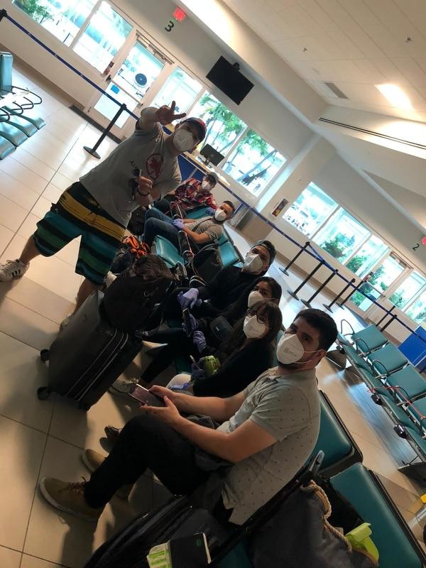 La mayoría de las personas repatriadas se encontraban en Islas Caimán laborando en la industria turística, pero ante la crisis causada en dicho sector por la covid-19, muchos fueron cesados de sus trabajos. Foto cortesía Cancillería.