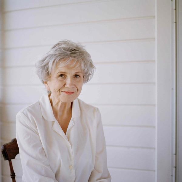 Alice Munro,de 82 años, ha publicado 14 complicaciones de cuentos entre las cuales destacan 'Dance of the Happy Shades' (1968), 'The Progress of Love' (1986), y 'Dear Life'(2012).Fotografía: EFE.