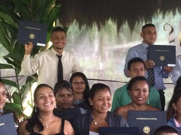 Los recién graduados se mostraron muy satisfechos por el esfuerzo realizado. Aspiran llevar educación de mayor calidad a sus estudiantes.