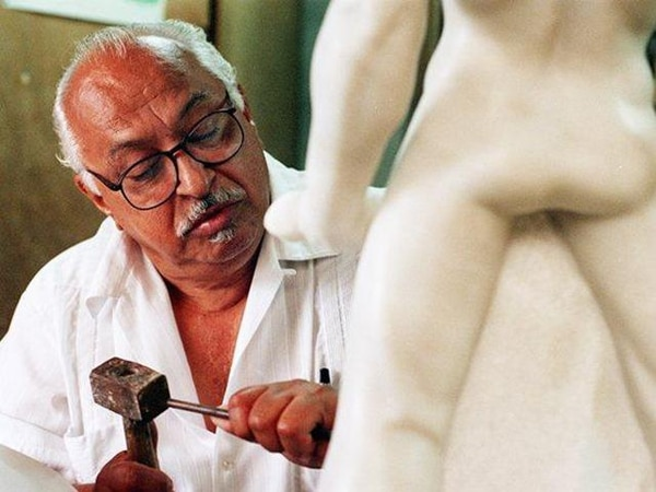 Villegas es tres veces Premio Aquileo Echeverría (1975, 1979 y 1989) en escultura y Premio Áncora 1987.   ARCHIVO