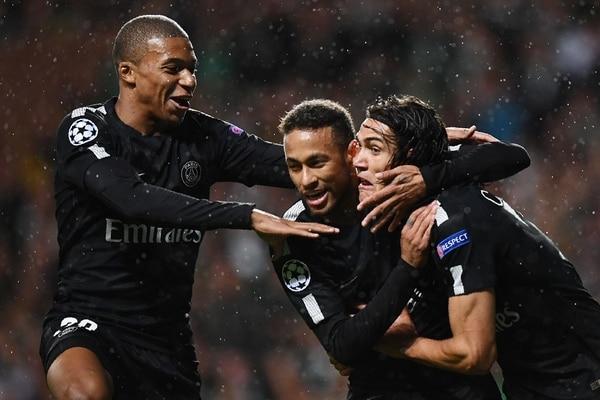 Mbappé, Neymar y Cavani celebran el gol del brasileño en la victoria ante el Celtic.