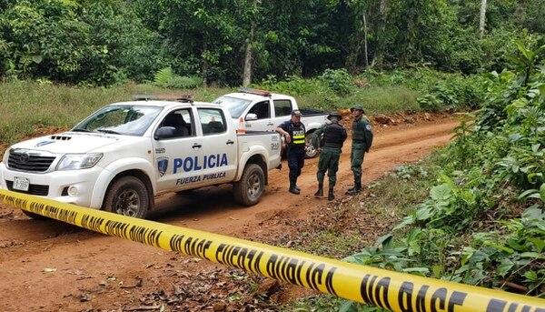 La Policía desplegó un operativo en la zona para buscar evidencias que ayuden a aclarar el crimen de cuatro personas. Foto: Edgar Chinchilla, corresponsal GN