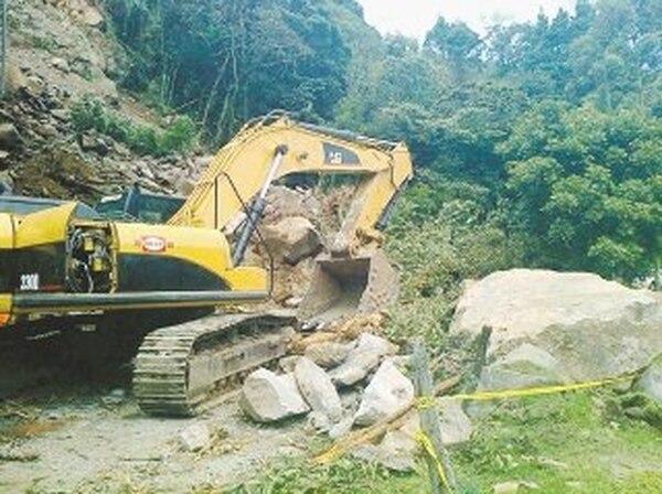 Derrumbe de piedras enLas Cruces, en Bajo Tapesco de Zarcero.