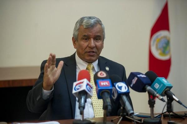 El ministro de Trabajo, Víctor Morales Mora, conversó la noche de este lunes con el presidente, Luis Guillermo Solís, pero concluyó que la Presidencia no veía suficiente con la renuncia de su sobrina.