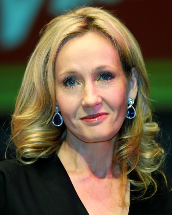 J.K. Rowling se hizo mundialmente famosa al escribir la conocida saga del niño mago Harry Potter