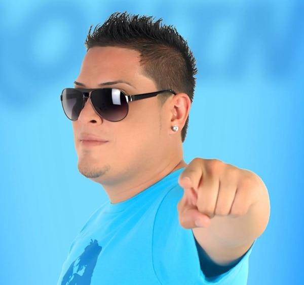 Gonín también aprovecha para impulsar las ventas de su disco Distinto (2014). La producción se puede encontrar en las tiendas Mr. Rasta. Fotografía: Cortesía de Gonín.
