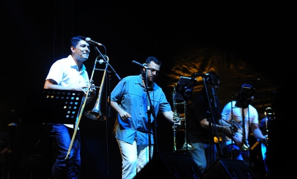 La orquesta Son de Tikizia fue la encargada de despedir el festival.