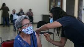Laura Chinchilla aboga por vacunas para mayores de 75 años: 'Los vamos a perder no solo por covid-19, también por ansiedad'
