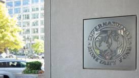 Editorial: Primer examen del FMI
