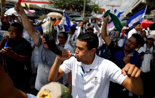 Empleados públicos marcharon el lunes 3 de junio del 2019, en Tegucigalpa, contra el gobierno del presidente Juan Orlando Hernández.