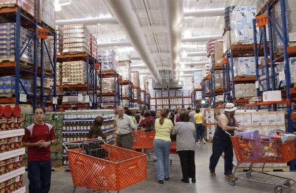 Tras el accidente, el supermercado aumentó la seguridad de los productos en los estantes.   ARCHIVO