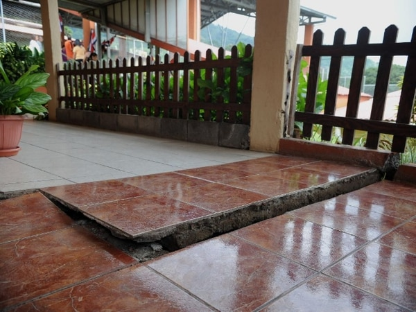 Uno de los centros educativos dañados por el terremoto es la escuela Presbítero José del Olmo, de Concepción de Naranjo, Alajuela.