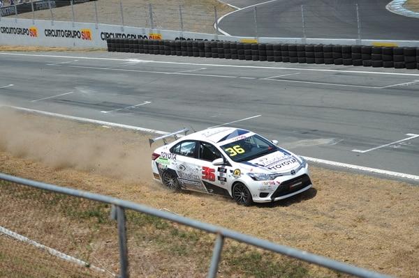 El auto de Zlatko Piskulich sufrió daños en la carrera de la Copa Claro.