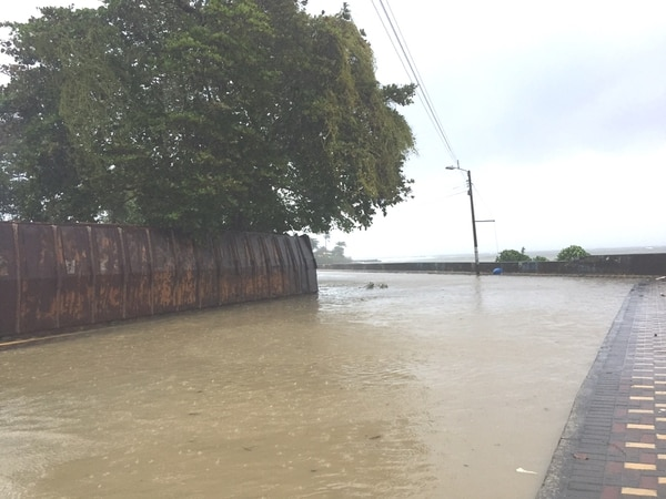 Inundaciones en Limón centro. (Fotografía: Raúl Cascante)