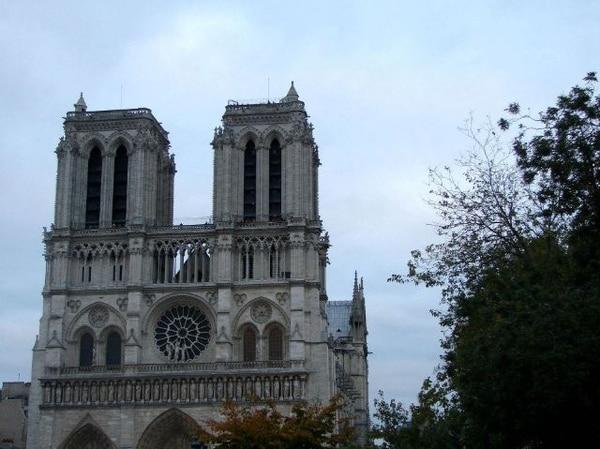 Fachada de la catedral de Notre Dame, en París. | MICHELLE SOTO PARA LN.