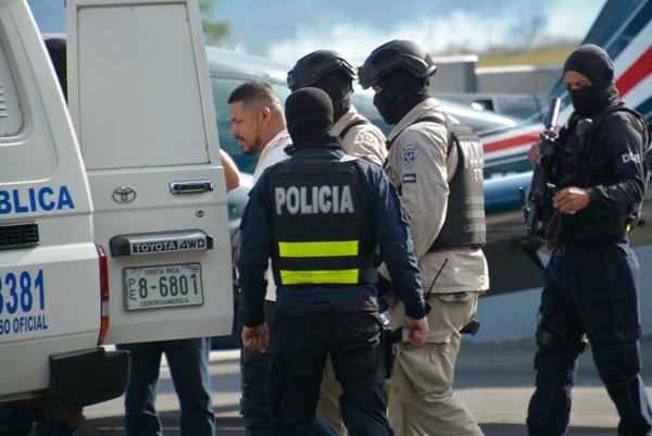 Pelleja fue trasladado vía aérea a base 2 del aeropuerto internacional Juan Santamaría, donde hubo un fuerte despliegue policial. Foto: Francisco Barrantes, corresponsal GN