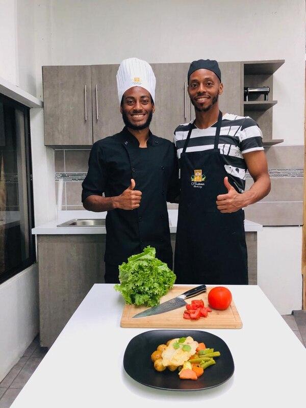 Reydell y Junior Díaz, entre el fútbol y la gastronomía. Foto FB