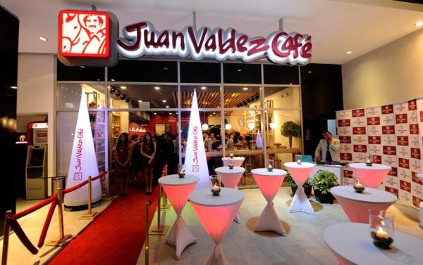 La conocida marca colombiana Juan Valdez abrió a mediados de mayo su primera cafetería, en Sabana Business Center. La cadena dijo que pretende tener cinco tiendas en operación este 2015 y en total 12 negocios en Costa Rica en cinco años. | GRACIELA SOLÍS
