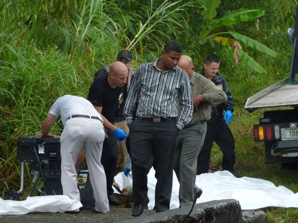 Agentes del OIJ hicieron el levantamiento de los cadáveres y los trasladaron a la morgue, para que se les practique la autopsia. | DIEGO BOSQUE.