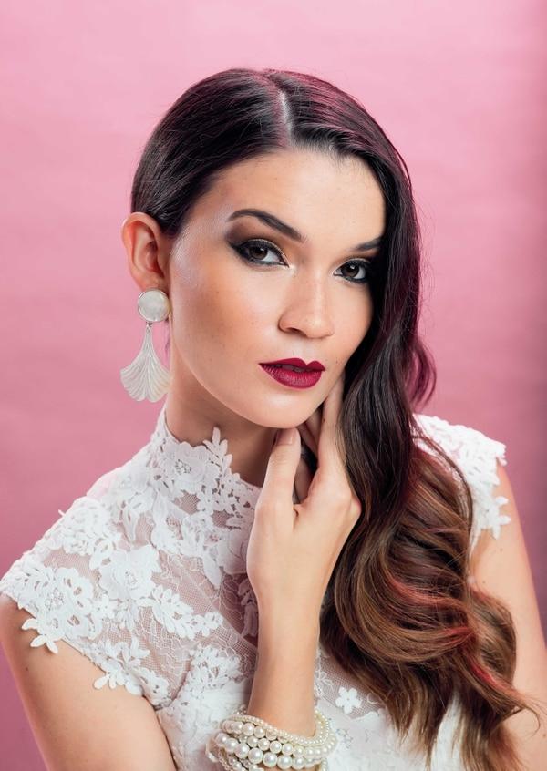 Fotografía Jeffrey Zamora / Styling Katherine Durán / Modelo María Laura Araya de IMM / Peinado Mag Matarrita (tel.: 6195-8504) / Maquillaje Ericka Zúñiga, estilista de Kryolan (tel.: 2239-9160).