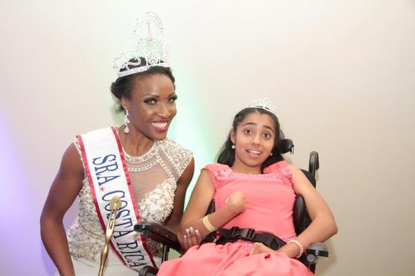 La reina departió con Sofía Sánchez, la niña símbolo de la Fundación. | MARCELA ARCE.