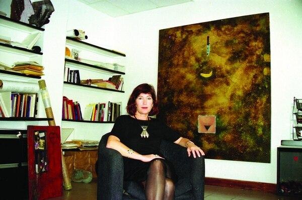 Pérez-Ratton dirigió el Museo de Arte y Diseño Contemporáneo de Costa Rica entre 1994 y 1998. Aquí, una imagen en su oficina entonces. Foto: Archivo digital del Lado V Centro de Estudio y Documentación de TEOR/éTica.