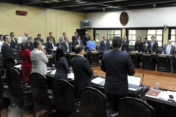 Los actuales diputados discutirían una reforma para eliminar el incremento de un 30% anual en las pensiones de 170 excongresistas. El superintendente de pensiones, Edgar Robles, propuso que a esos exdiputados se les aplique una tasa de contribución especial del 70%.