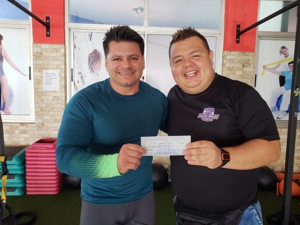 """Los dos """"Jorges"""" felices: George Angulo y Jorge """"Cocoska"""" Quesada, quien trabaja en la famosa Soda Castro y fue el ganador de 'Kilos Afuera': perdió 21 kilos. Foto FB"""