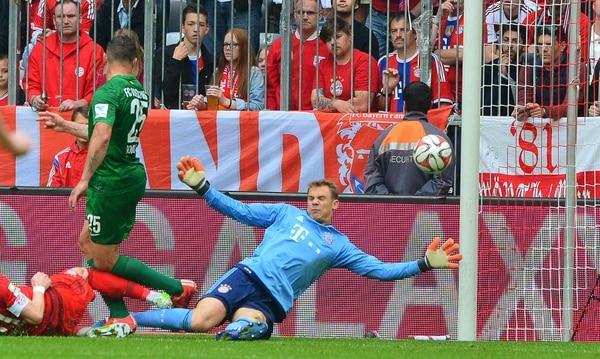Raúl Bobadilla anotó el gol de la victoria del Ausburg ante el Bayern de Múnich