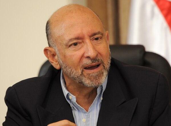 El ministro de Hacienda, Edgar Ayales, presentará este jueves el nuevo plan fiscal del Gobierno, en resupuesta al faltante de recursos notorio en el presupuesto del 2014, dictaminado por los diputados.