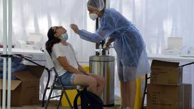 85% de hospitalizados por covid-19 en Francia no están vacunados
