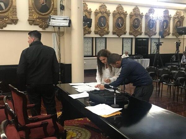 Esta tarde, un notificador judicial le informó a Suray Carrillo, legisladora del Frente Amplio, que deberá comparecer ante la Corte Suprema de Justicia.