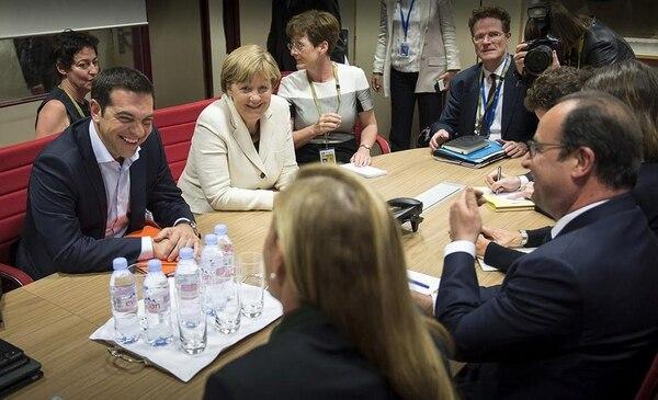 Reunión del primer ministro griego, Alexis Tsipras, la canciller alemana, Angela Merkel y el presidente francés, François Hollande