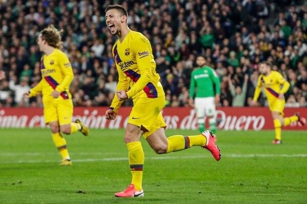 Clement Lenglet marcó el gol del gane del Barcelona ante el Betis, pero también salió expulsado por doble amarilla. Fotografía: AP Photo/Miguel Morenatti.