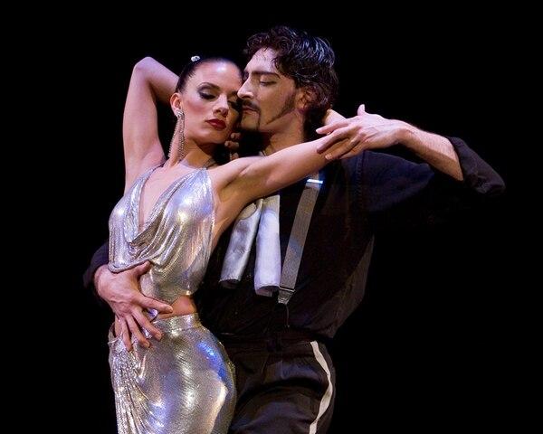 Los bailarines Juan Paulo Horvath and Victoria Galoto, del espectáculo 'Forever Tango'. / Fotografía: Interamericana de Producciones para LN.
