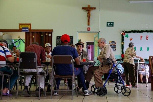 El Centro Diurno Fuente del Saber atiende 48 adultos mayores. El dinero que obtiene gracias a la ley de cigarrillos y licores lo destina, en su mayor parte, a servicios especiales como nutrición y fisioterapia. Foto: Mayela López