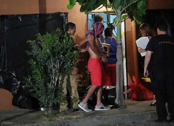 El sospechoso Ríos Mairena fue aprehendido dentro la casa que habitaba, al lado de la que alquilaban los universitarios.