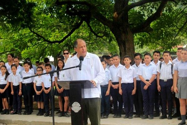 El presidente Luis Guillermo Solís dice estar dispuesto a recibir a los diputados en Casa Presidencial para responder cualquier consulta sobre el encuentro que sostuvo en 2015 con el empresario Juan Carlos Bolaños.