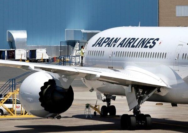 Un Boeing 787 de JAL aparcaba en el aeropuerto de Boston.   AFP