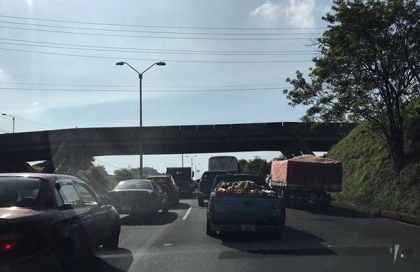 A raíz del accidente hubo un gran congestionamiento vial en el sentido Alajuela - San José.