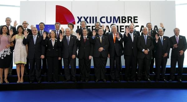 Los cancilleres de los países participantes en la XXIII Cumbre Iberoamericana de Jefes de Estado y de Gobierno posan para la foto en Ciudad de Panamá, Panamá.