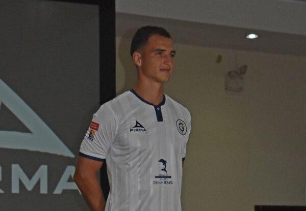 Josué Meneses en la presentación del uniforme de Guadalupe FC. Fotografía: Prensa Guadalupe FC