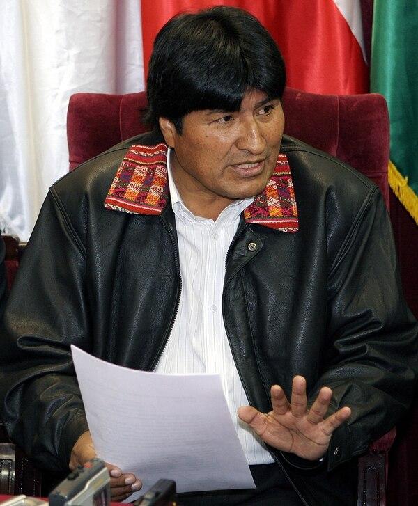 El presidente de Bolivia, Evo Morales, conversó con la prensa durante un acto el 11 de julio de 2006, en La Paz.