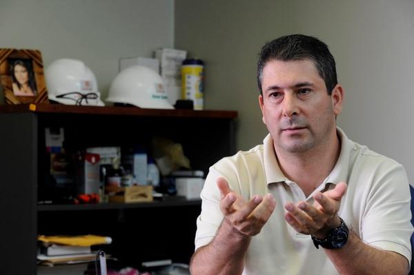 El ingeniero Heiner Guzmán necesita que se soluciones la situación con tres propiedades: dos que compró y una heredada.   DIANA MÉNDEZ.