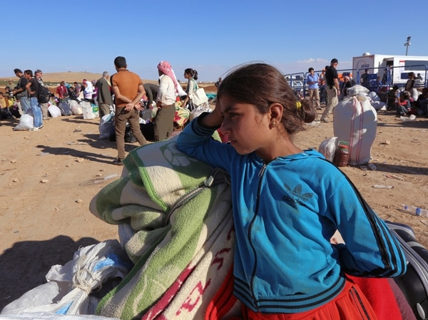 Refugiados sirios esperaron ayer transporte tras llegar a Turquía. | AP