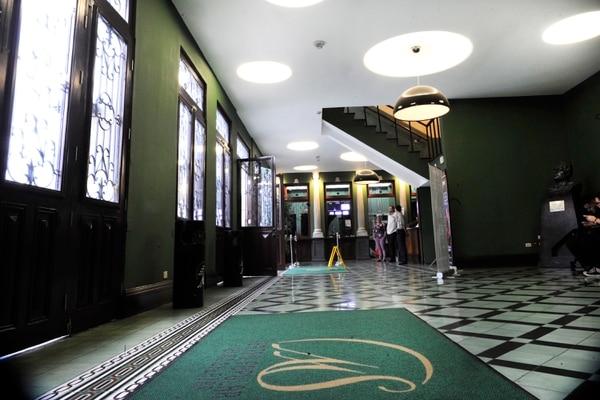 Las alfombras y todos los materiales dentro de los edificios deben tener resistencia clasificada al fuego. El Melico Salazar es el primer edificio patrimonial de reunión pública que se acondiciona para garantizar seguridad a sus visitantes.