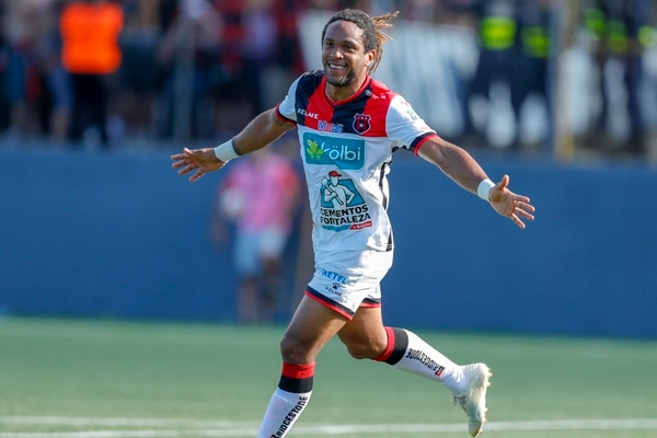Entre el Clausura 2018 y febrero de este año (cuando se marchó), Jonathan McDonald marcó 31 goles con Alajuelense. Foto: José Cordero