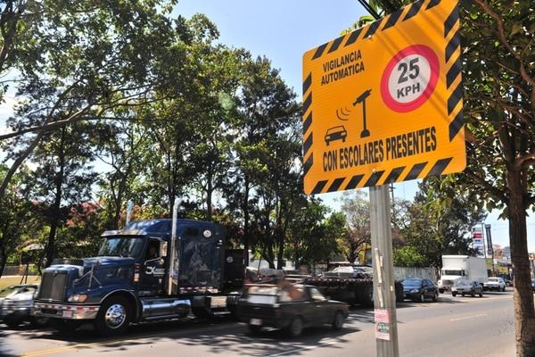 La escuela Antonio José de Sucre, ubicada en La Uruca de San José, es uno de los centros educativos, que desde el 2012, espera el funcionamiento de las cámaras de vigilancia para controlar la velocidad. | ARCHIVO / JULIANA BARQUERO