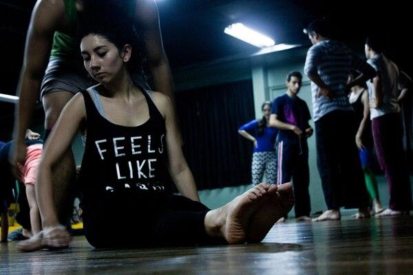 Conocimientos. Los estudiantes de Andanza trabajan con la bailarina de la Compañía Nacional de Danza y coreógrafa Lorenlaine Varela. Fabiola Salas