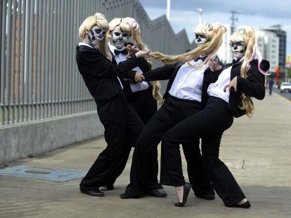 El cuarteto llamó la atención por su particular vestimenta. Según contaron, adquirieron el traje en Internet. Pablo Montiel.Todo por la Gaga.